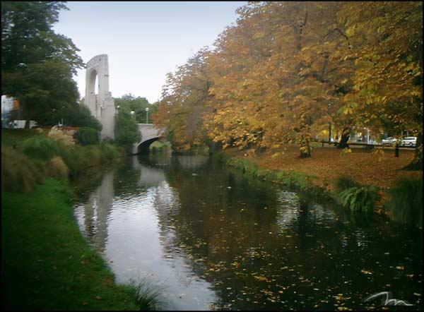 File:260404 avon river.jpg