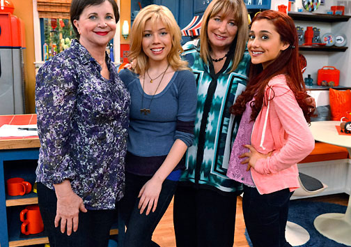 File:Jennette and Ariana with Penny and Cindy.png