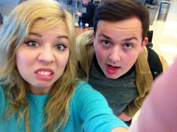 File:Jennette and Noah Munck airport faces.jpg