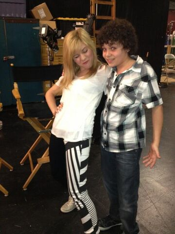 File:Jennette and Cameron on set May 8, 2013.jpg