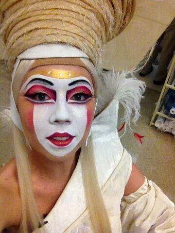 File:Jennette dressed as empress.jpg