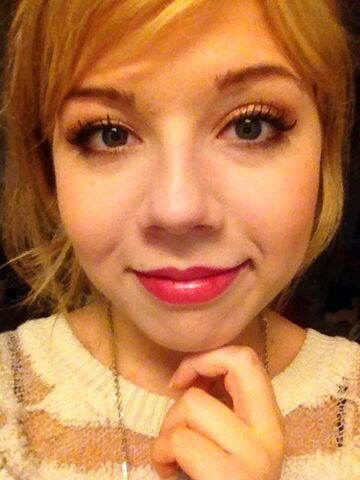 File:Jennette's cute a.k.a creepy face.jpg