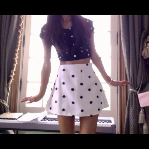 File:Ariana's outfit April 7, 2013.jpg