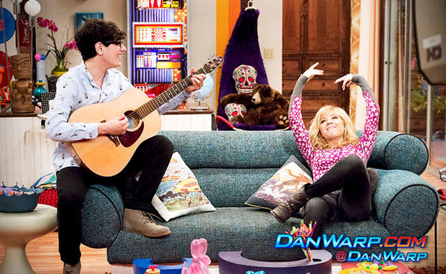 File:Robbie holding a guitar and Sam in Apartment 22.jpg