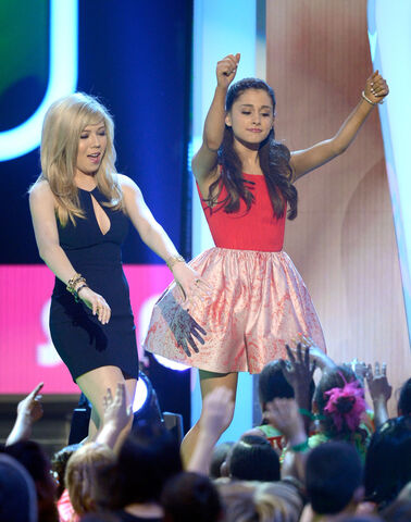 File:Jennette and Ariana dancing on stage at KCAs 2013.jpg