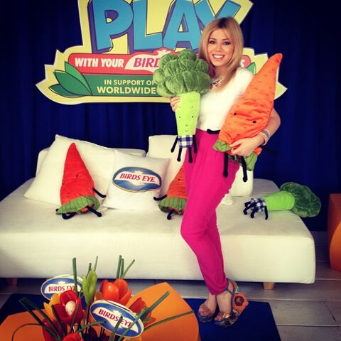 File:Jennette with stuffed veggies at Birdseye.jpg