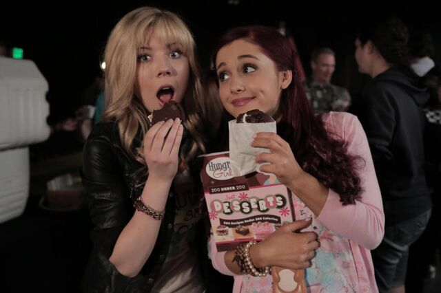 File:Jennette and Ariana eating Hungry Girl Whoopies.jpg