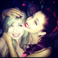 Ariana hugs Jennette at KCA pre-party 2012