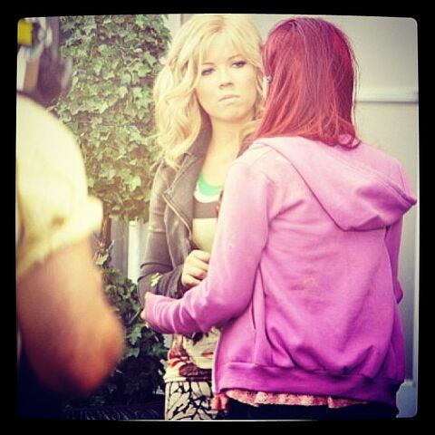 File:Jennette and Ariana (possibly Sam & Cat snapshot).jpg