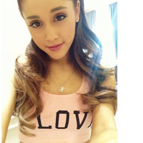 File:Ariana wearing her Love crop top May 11, 2013.jpg