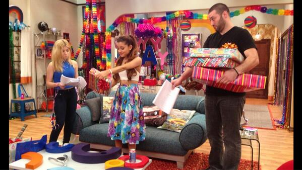 File:Goomer and Cat holding presents with Sam next to them.jpg
