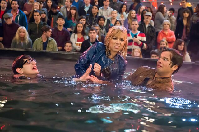 File:Sam getting Freddie and Robbie out of the water.jpg
