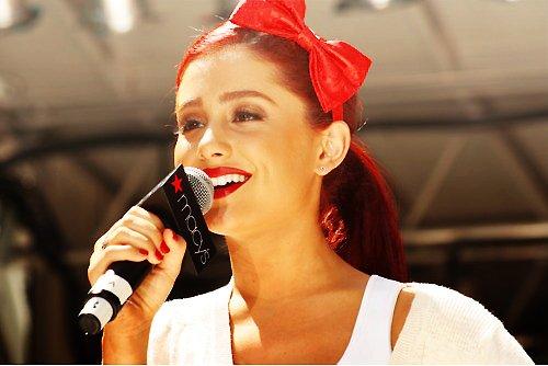 File:Ariana performing at Macy's.jpg