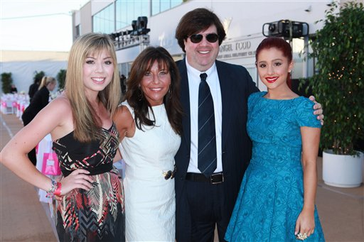 File:Jennette and Ariana with Dan Schneider and his wife.jpg