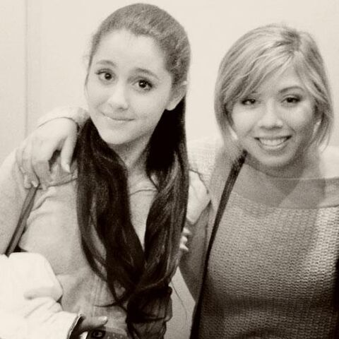 File:Jennette and Ariana Black and White.jpg