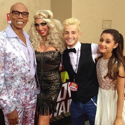 File:Frankie and Ariana with Ru Paul and Alyssa Edwards at MTV Movie Awards 2013.jpg