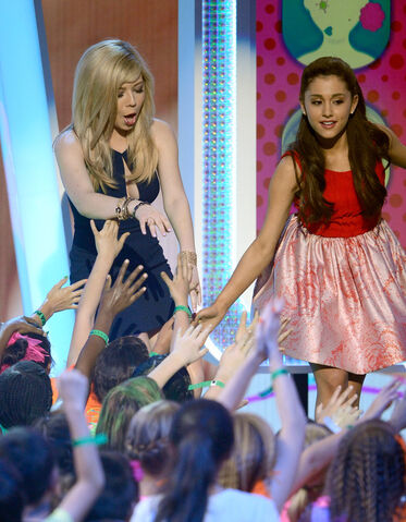 File:Jennette and Ariana at the Kids Choice Awards 2013.jpg