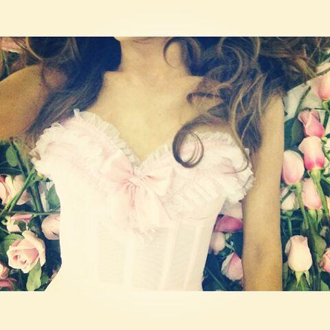 File:Ariana Grande - June 2, 2013.jpg