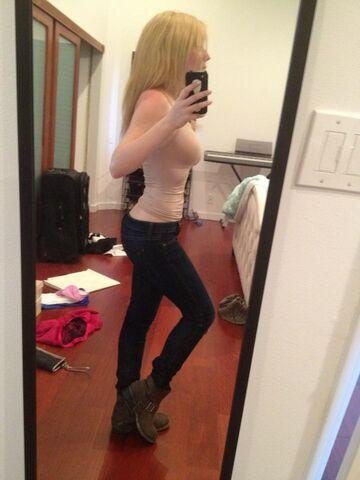 File:Jennette's outfit June 8, 2013.jpg