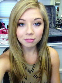 Jennette smiling for Worldwide Day of Play photo shoot