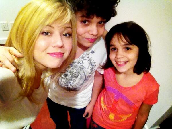 File:Jennette, Cameron, and Gianna May 12, 2013.jpg