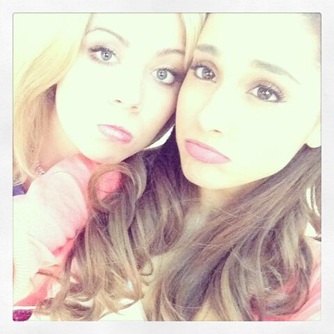 File:Jennette and Ariana pouting June 15, 2013.jpg