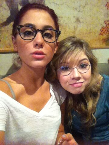 File:Ariana and Jennette wearing glasses.jpg
