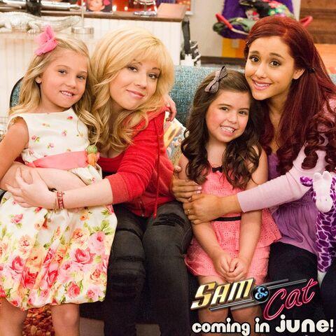 File:Jennette, Ariana, Rosie, and Sophia Grace.jpg