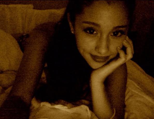 File:Ariana daydreaming.jpg
