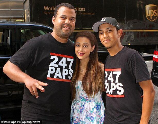File:Ariana Grande posing with paparazzi during shooting.jpg