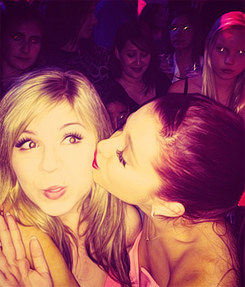 File:Ariana Grande kissing Jennette Mccurdy on the cheek.png