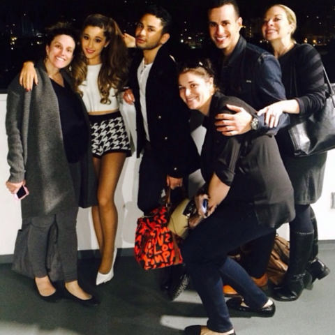 File:Ariana Grande with friends on January 23, 2014.png
