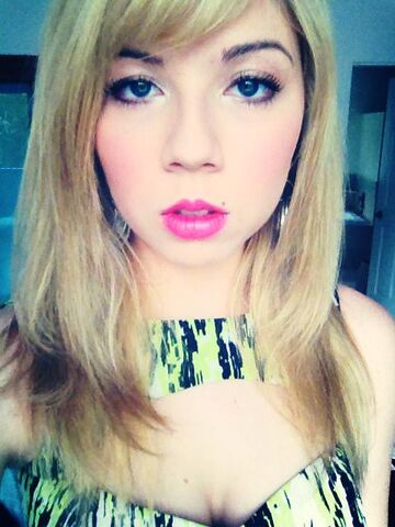 File:Jennette serious face May 6, 2013.jpg