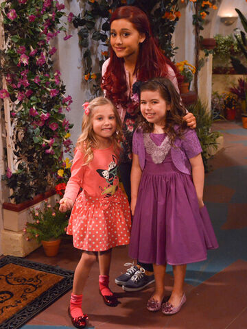 File:Ariana, Sophia, and Rosie.jpg