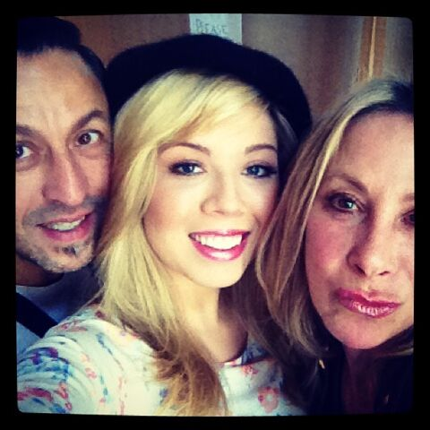 File:Jennette and her hair and makeup team May 17, 2013.jpg