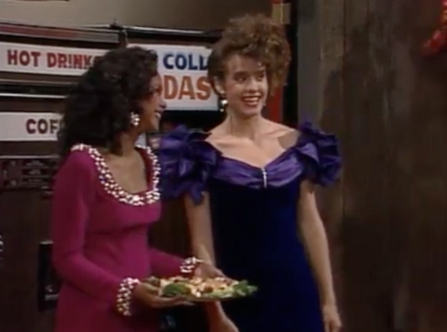 File:S4 - New Girl - 31 lisa n torri.png