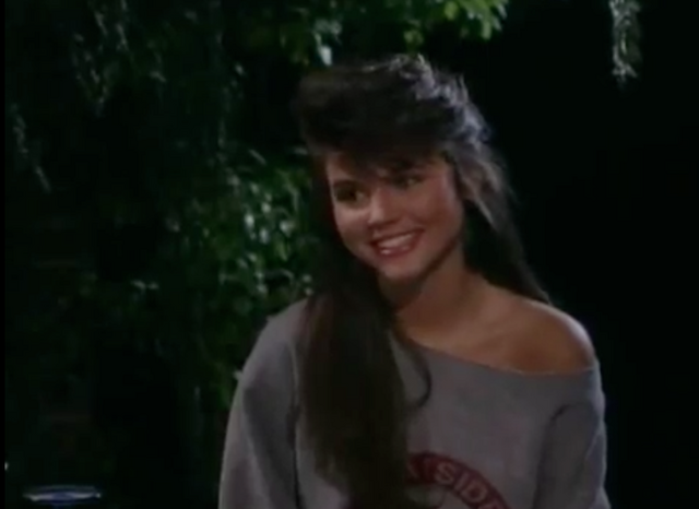 File:S2 E1 - The Prom -45 kelly.png
