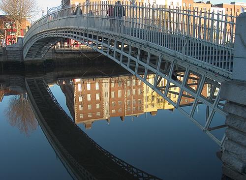 File:Dublin Halfpenny Bridge.jpg