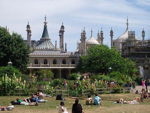 File:Pavillion Gardens.jpg