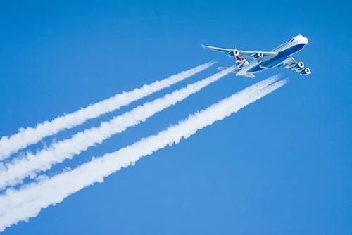 File:British Airways Boeing 747 contrail.jpg