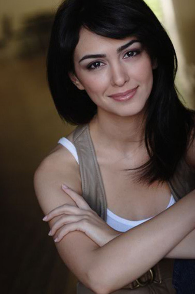 nazanin boniadi weight height