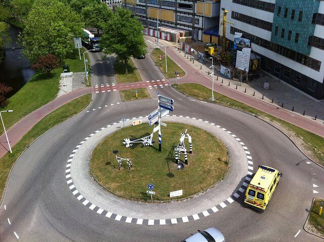 Datei:Kreisverkehr.jpg