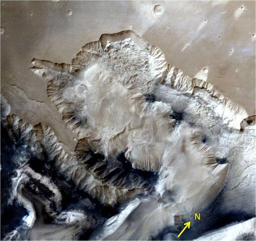 File:Ophir chasma canyon.jpg