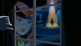 Daph sees Que Horrifico perform out window