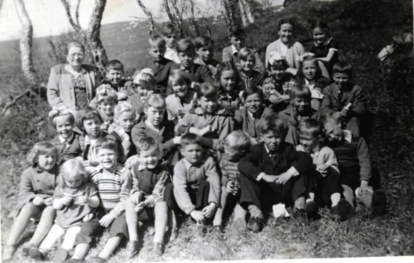 File:Finnfjord 1950s. Sunday School picture.jpg