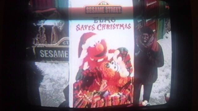 File:Elmo Saves Christmas Preview.jpg