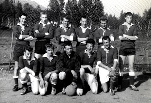 File:Pioner (Finnfjord area) Soccer Team 1960s Ingvart Bergeton Henriksen no. 2 from left on front row.jpg