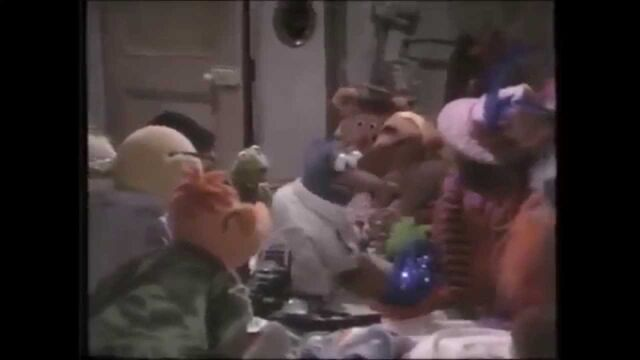 File:Gonzo with the Other Muppets in The Great Muppet Caper Preview.jpeg