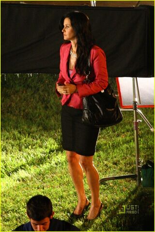 File:Scream4-CourteneyCox.jpg