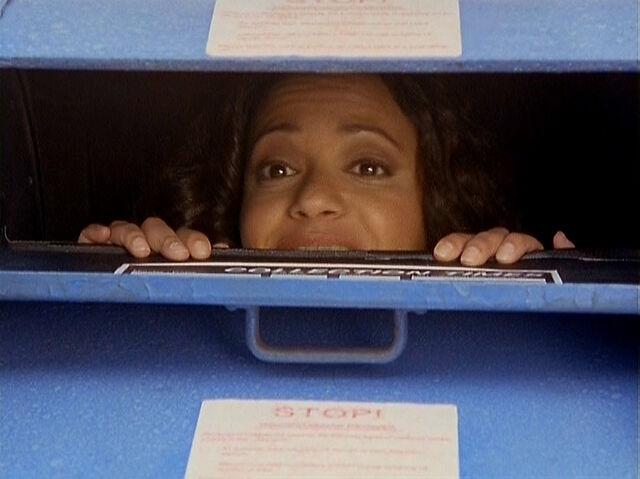 File:3x18 Carla mailbox.jpg